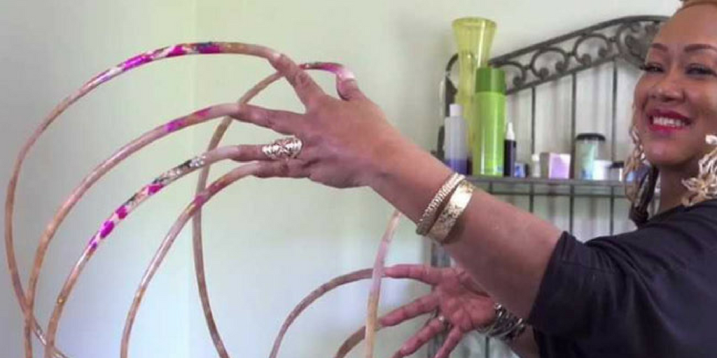 Meet the woman with the world\'s longest nails | HootSoot